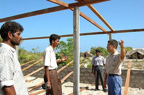 学校建設現場で指揮をとっているのは、BAJの大石常夫さん