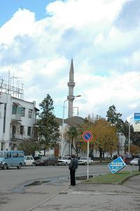 黒海沿岸地域はキリスト教教会とイスラム教礼拝所が数十メートルおきに混在し、緊張する(撮影:筆者)