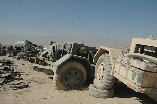 米軍車両の残骸(バグラム基地近く)