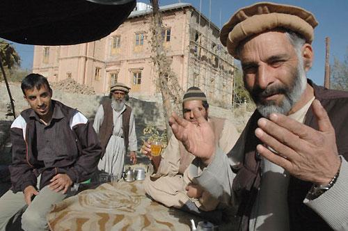 村人は筆者のためアラーの神にお祈りを捧げてくれた(パラチ・バグマン村。撮影:いずれも筆者)