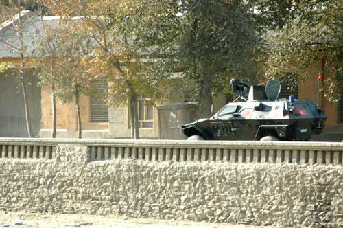 カブール市内を行くアイサーフの車両(撮影:いずれも筆者)