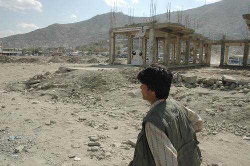 長年の戦乱でカブールの街は瓦礫が目につく。(撮影:いずれも筆者)