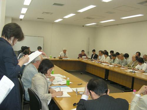 懇談会には多数の報道関係者や派遣労働者が出席した(衆院第2会館)