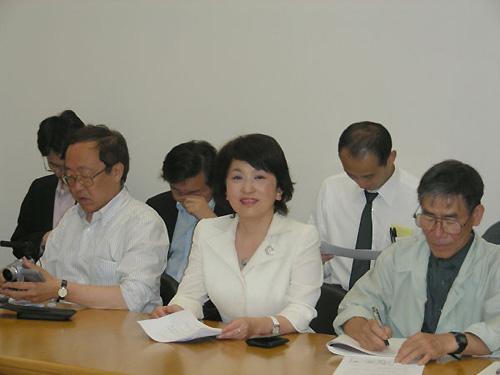 「派遣法の改正」は臨時国会の焦点となりそうだ。社民党の福島党首ら国会議員の姿も目についた。