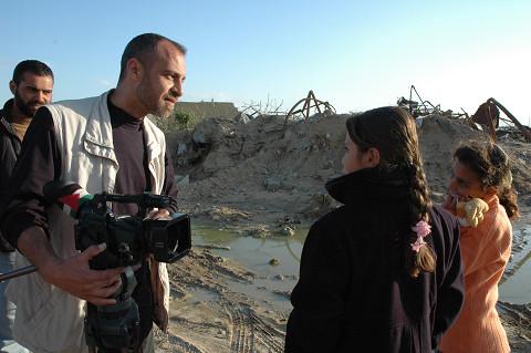 勤めていたTV局が閉鎖されたニベール・ハジョ記者(筆者撮影)