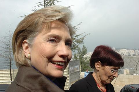 「マダム・セクレタリー(女性国務長官の愛称)」と声をかけると振り向いた。