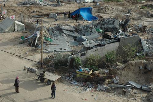 住民が集められ虐殺された家の跡(画面中央。ガザ市ザイトゥーン地区。いずれも筆者撮影)