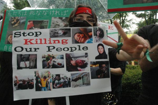 田中龍作ジャーナル | 「これ以上殺すな」~在日イラン人が覆面でデモ