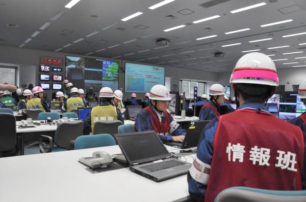 免震重要棟に設けられた災害対策本部~訓練用~ 。(11日、柏崎刈羽原子力発電所。写真:筆者撮影)