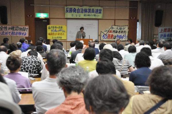 「反原発自治体議員・市民連盟」 設立総会。 地方議員と市民200人余りが出席した。(22日、東京・水道橋。 写真:筆者撮影)