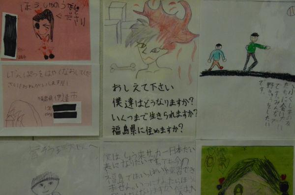 単行本『福島の子どもたちからの手紙』の原稿となる絵と文章。=写真:中野博子撮影=