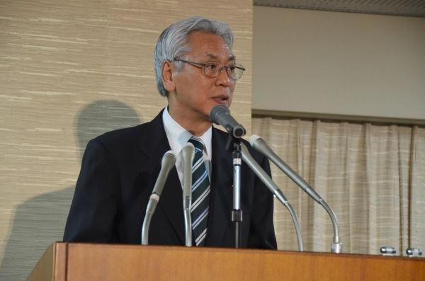 小川敏夫・新法相。他人事のような答弁に終始した。=13日夜、法務省。写真:筆者撮影=