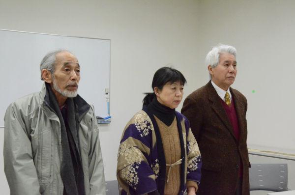 記者会見する淵上太郎氏(左端)らテント代表者。「テント撤去より原発撤去が先」と強調した。=1月27日昼、日本弁護士会館。写真:筆者撮影=
