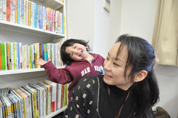 オープンした自主避難者の専用事務所。子供の絵本や積み木も揃った。=品川区。写真:筆者撮影=