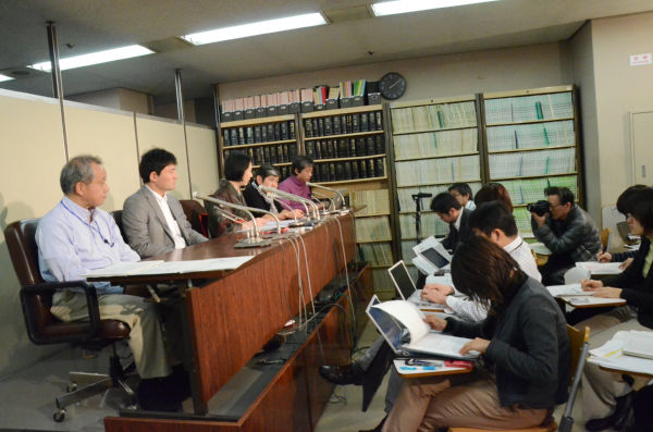 Jan 12th, at the Judicial Press Club inside the Tokyo District Court. Picture taken by Hiroko Nakano