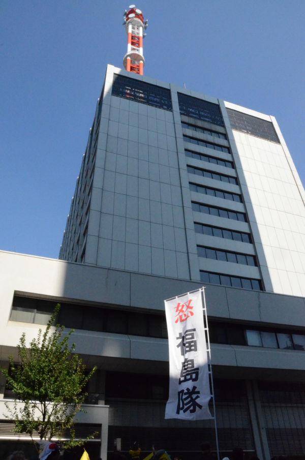 福島から抗議団体が押し掛けた東電本店ビル。=写真:筆者撮影=