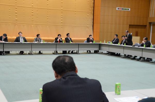 仙谷氏は、再稼働の必要性を訴える議員には相槌を打った。=写真:筆者撮影=