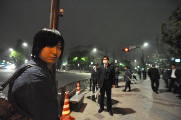 山口祐二郎さん。弱冠26歳だが志士らしい雰囲気を漂わせていた。=27日夜、首相官邸前。写真:筆者撮影=