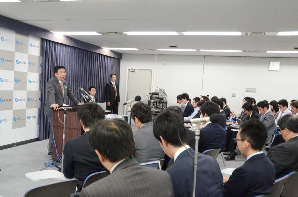 枝野大臣は前言撤回の名手だ。ゆめゆめ額面通り受け取ってはならない。=20日午前、閣議後記者会見・経産省で。写真:筆者撮影=