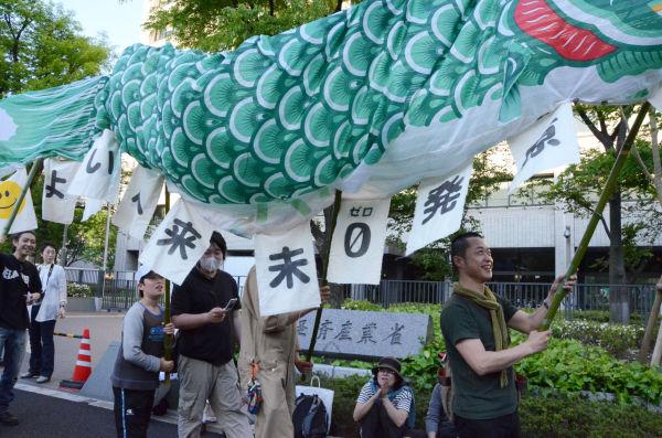 「緑の鯉のぼり」は次世代に向けた脱原発のシンボルとなりそうだ。=写真:筆者撮影=