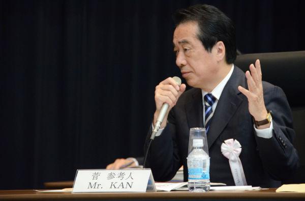 菅直人前首相。身振り手振りをまじえながら当時の事情を説明した。=28日、参院会館。写真:筆者撮影=
