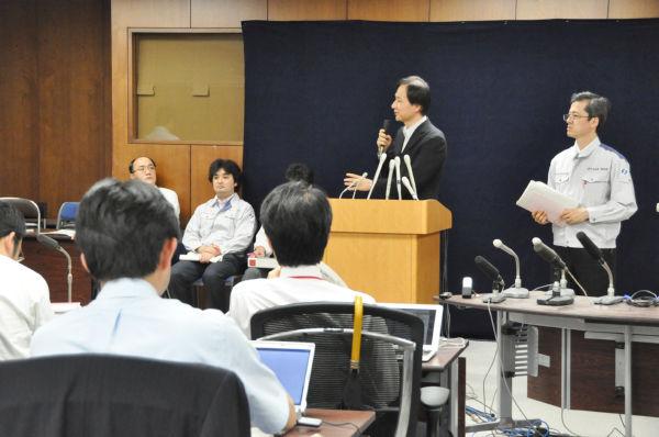 「特別な監視体制」についてブリーフィングする原子力安全保安院。=16日、経産省別館。写真:田中撮影=