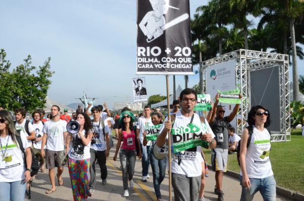 「リオ+20」に反対するデモ。=リオ時間19日、ピープルズサミット会場。写真:諏訪撮影=