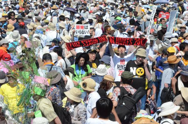炎天下、主催者発表で17万人が参加した。=代々木公園。写真:諏訪撮影=