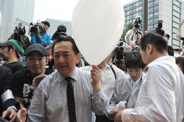 田中康夫衆院議員。『3・11』以前から「そんなに原発を作りたいのなら国会議事堂の地下に作れ」と唱えていた。=官邸前、写真:田中撮影=