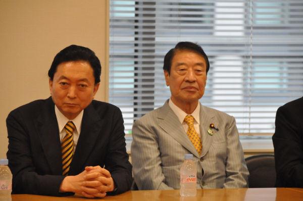 新党は?鳩山元首相(左)の胸中やいかに。右は山田正彦・元農相。=3日午後、衆院会館。写真:田中撮影=