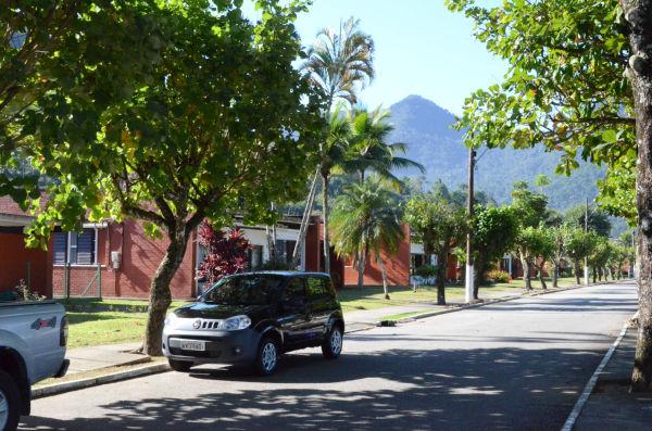 原発労働者の住宅は、ゆったりとした庭があり豊かな緑に囲まれていた。街が地上の楽園と呼ばれるゆえんでもある。=アングラ・ドス・レイス。写真:諏訪撮影=