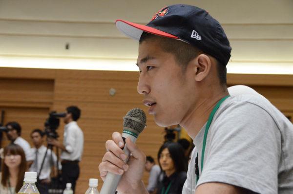 反原連の基礎ともなっている『Twitterデモ』の呼びかけ人、平野太一さんは「口だけ脱原発」の民主党議員に踏み絵を迫った。=31日夕、衆院会館。写真:田中撮影=