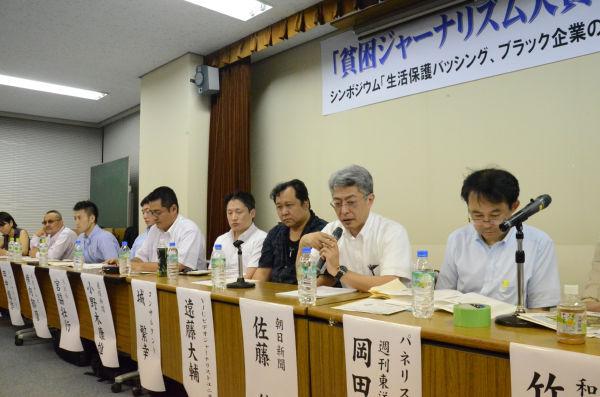 受賞者たちによるシンポジウムも開かれた。=9日夜、東京・神保町。写真:諏訪撮影=