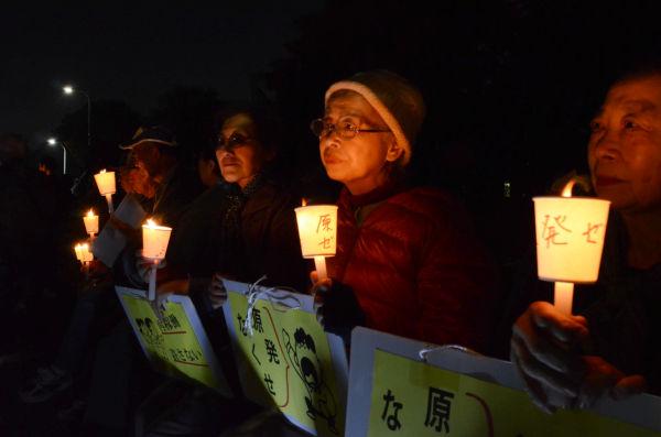 市川市から足を運んだ女性グループ。ほぼ毎回のように参加している。=国会議事堂前。写真:田中撮影=
