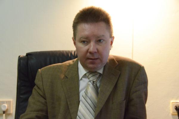 コンスタンティン・ロガノフスキー医師。「原発事故後は、メンタルケアが重要と力説する」と流ちょうな英語で話した。=医療放射線研究所、キエフ市。写真:諏訪撮影=