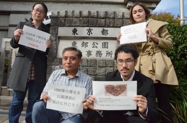 「日比谷公園の使用許可」を求めて東京都・東部公園緑地事務所を訪れた有志たち。=9日、台東区。写真:田中撮影=
