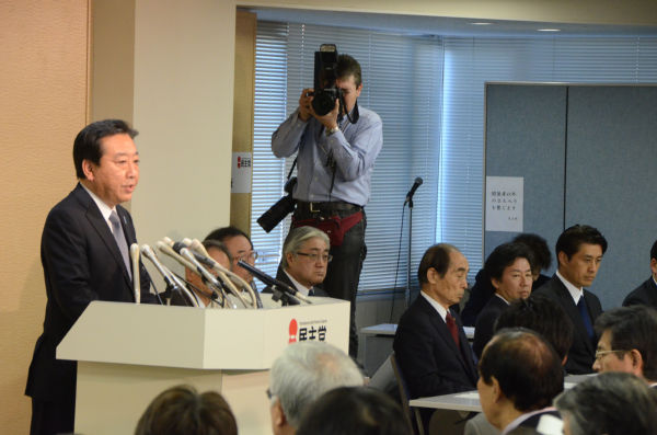 選挙敗北の責任を取り辞意を表明した野田佳彦代表。=写真:田中撮影=