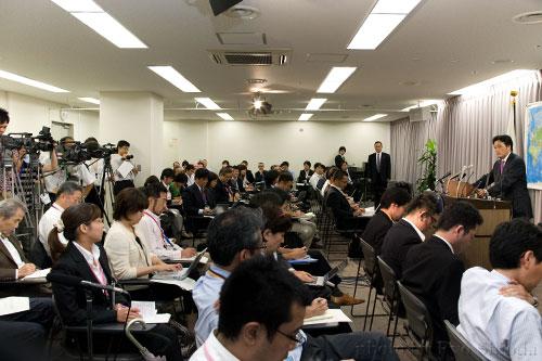 クラブ外ジャーナリストにも初めて出席を認めた岡田外相の記者会見。あの熱気は今いずこへ。=2009年9月、外務省会見室。JanJan塩田涼撮影=