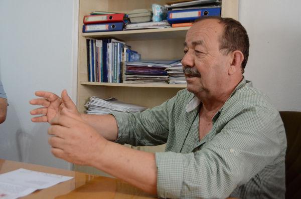 シノップ漁協のアリ・バイラック組合長(63歳)。太い腕と潮風に鍛えられた声が印象的だった。=写真:筆者=