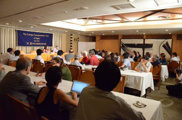 日本のメディアは少なく、外国人記者が目立った。=写真:筆者=