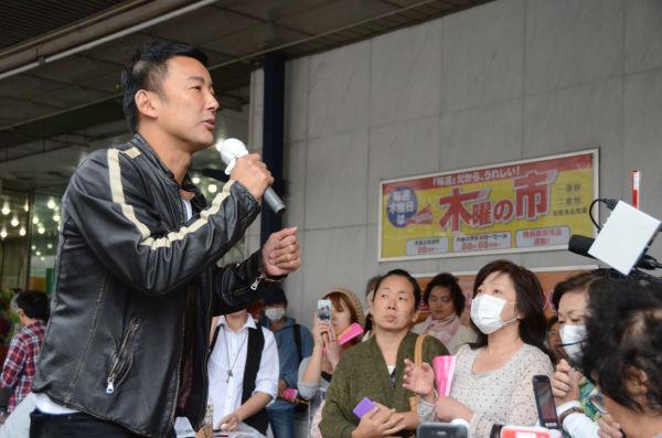 福島駅前での山本議員の遊説