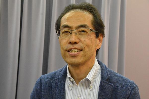 古賀氏は「フォーラム4」の公開対談で松阪市を訪れた。「改革はするが戦争はしない」国を目指す。=29日、クラギ文化ホール楽屋 写真:筆者=