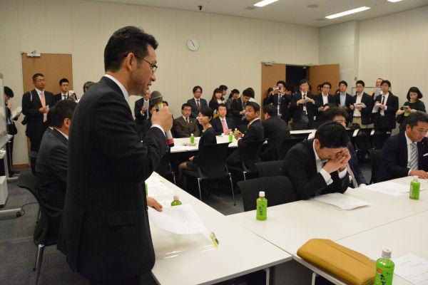 会合の冒頭、谷垣幹事長のメッセージがうやうやしく読み上げられた。=7日、衆院会館 写真:筆者=