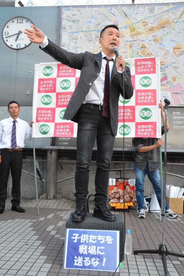 山本太郎議員。「経済的徴兵制」の実現を促した人物が、日本学生支援機構の運営評議会委員であることを明らかにした。=25日、渋谷 写真:筆者=