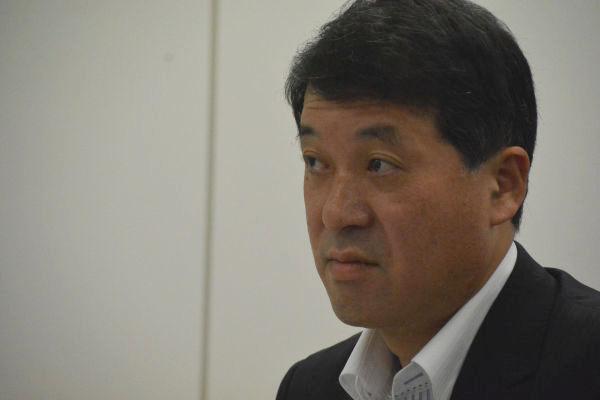 泉田知事は田中委員長に対して幾度も不信の目を向けた。=24日、原子力規制庁 写真:筆者=