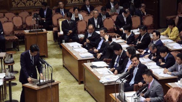 田中委員長は「(弾道ミサイルが原発を直撃するケースは)規制にない」と答えていた。参考人席・最前列中央が田中委員長。=7月29日、参院安保特委 写真:山本太郎事務所=