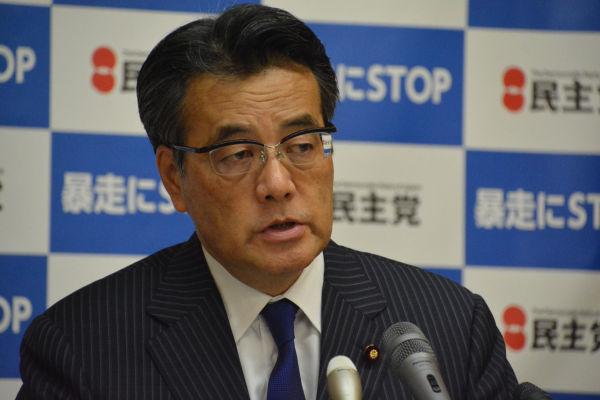 岡田代表は解党に慎重だ。民主党の解党なくして野党再編はないのだが。=11日、定例記者会見 衆院第16控室 写真:筆者=