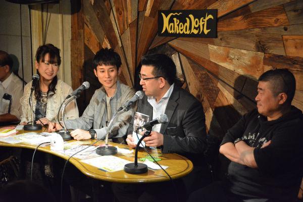 ネイキッドロフトでのトークイベント。右端は伊勢崎氏、左隣が井筒氏。=14日、新宿区 写真:筆者=