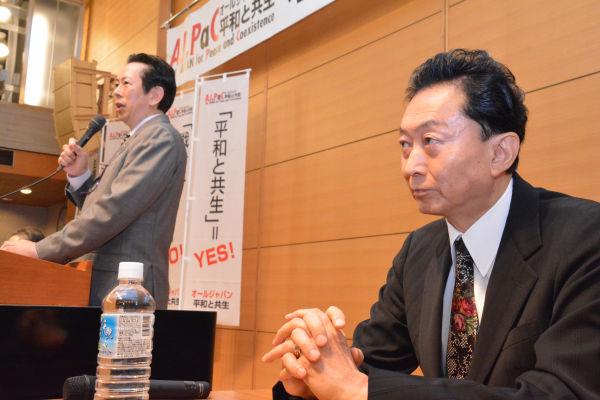 鳩山元首相(手前)と植草元教授。二人ともアメリカに潰された。=8日、憲政記念館 写真:筆者=