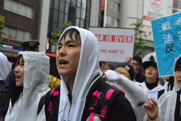 T-ns SOWLのリーダー格、TAKUYA君は「これは降ってるうちに入らない」とツイート。雨をものともしなかった。= 8日、渋谷 写真:筆者 =